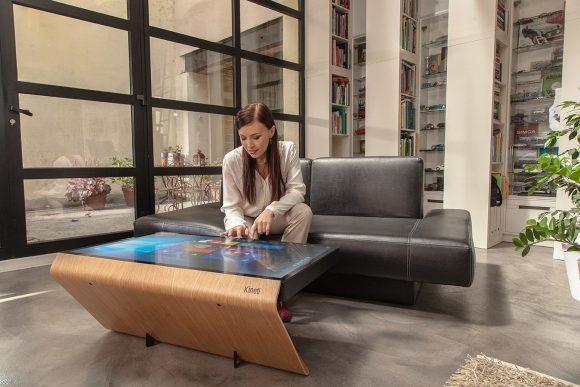 kineti la table basse connect e qui pilote la maison comparatif des solutions domotique. Black Bedroom Furniture Sets. Home Design Ideas