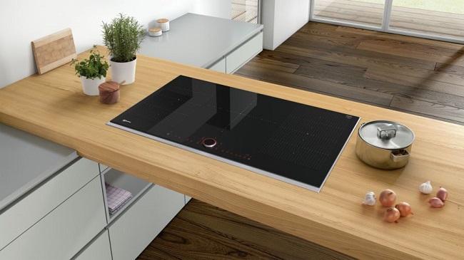 NEFF connecte sa table Flex Induction Twist Pad Fire aux hottes en Wi-Fi